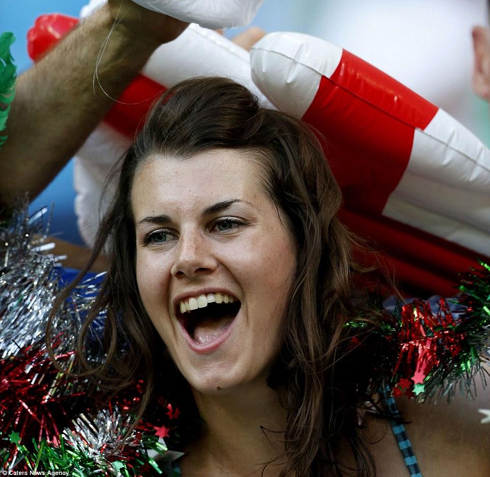 """Những """"bóng hồng"""" quyến rũ cuồng nhiệt World Cup 2014 - Ảnh 5"""
