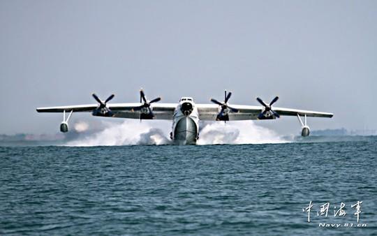 Máy bay hải quân Trung Quốc rơi trong lúc huấn luyện - Ảnh 1