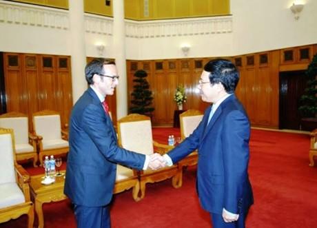 Phó Thủ tướng Phạm Bình Minh tiếp Đại diện Tổng thống Mỹ - Ảnh 1