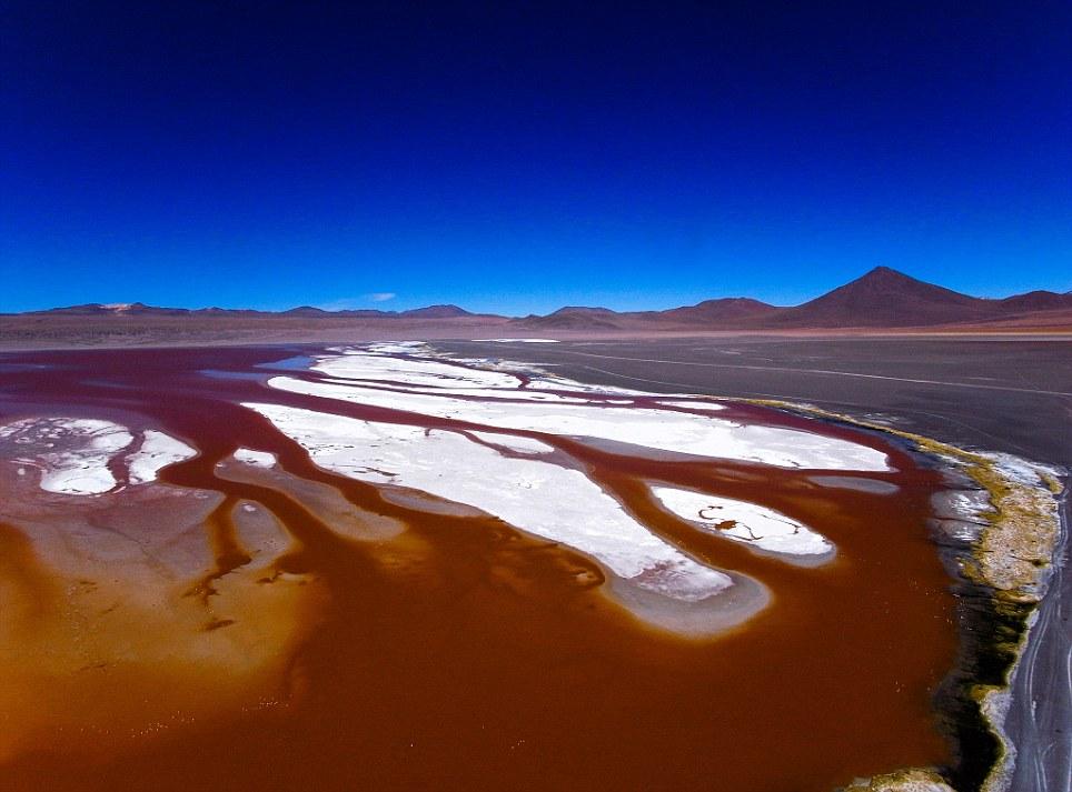 Khám phá 10 hồ nước kỳ lạ trên thế giới - Ảnh 3