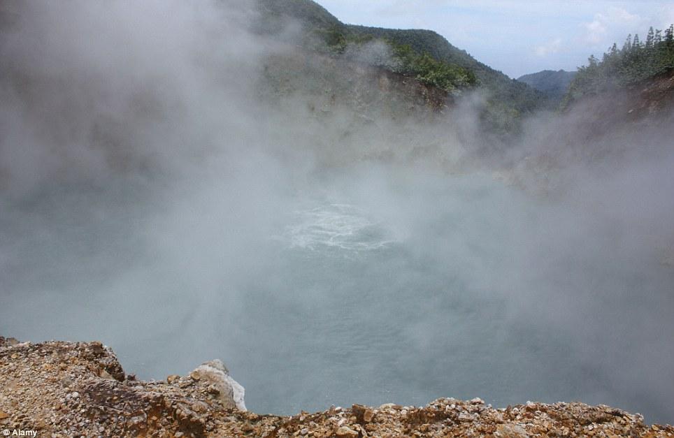 Khám phá 10 hồ nước kỳ lạ trên thế giới - Ảnh 4