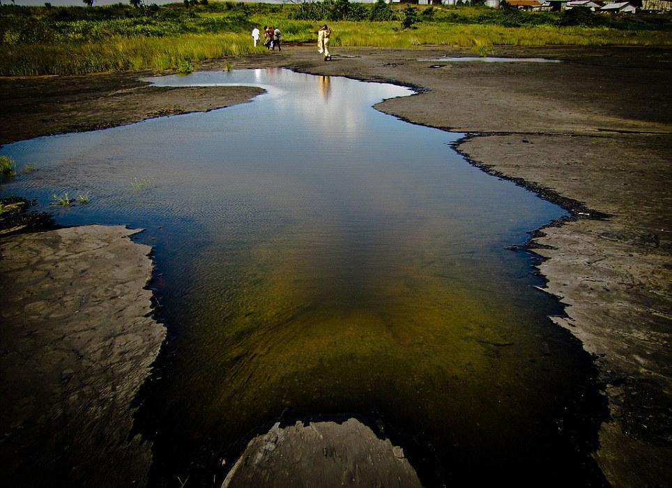 Khám phá 10 hồ nước kỳ lạ trên thế giới - Ảnh 6