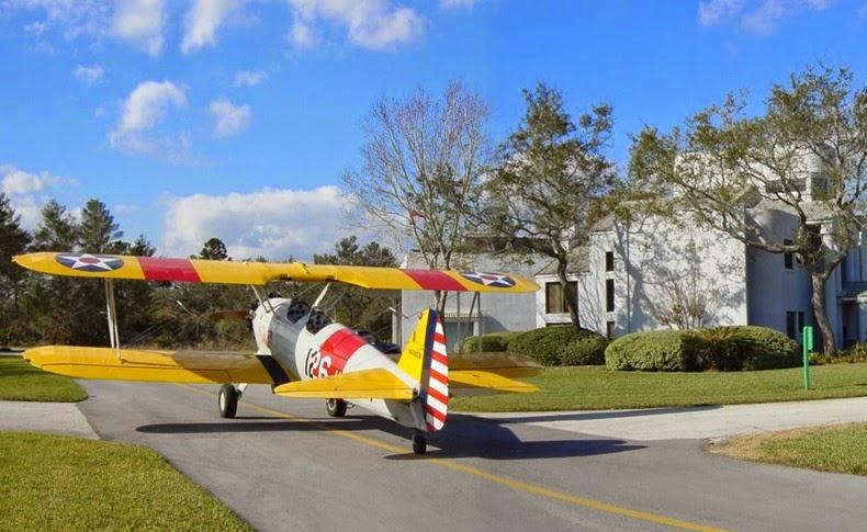 Khám phá thị trấn người dân đi làm bằng…máy bay - Ảnh 1