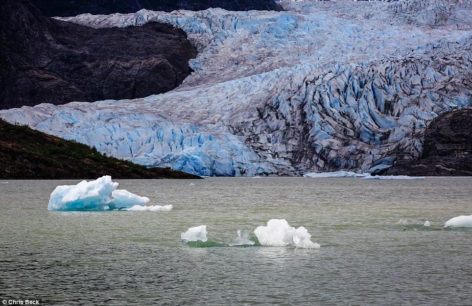 Chiêm ngưỡng bộ ảnh cưới đẹp lung linh trong động băng Alaska - Ảnh 6