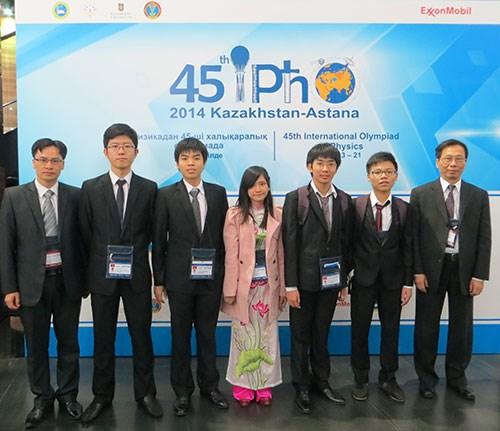 Việt Nam giành 3 huy chương Vàng Olympic Vật lý quốc tế - Ảnh 1