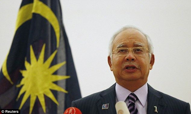 Chùm ảnh phe ly khai bàn giao hộp đen MH17 cho Malaysia - Ảnh 6