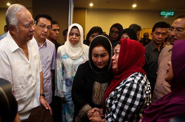 Chùm ảnh phe ly khai bàn giao hộp đen MH17 cho Malaysia - Ảnh 7