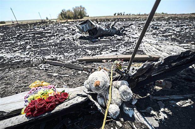 Cảnh sát quốc tế tới hiện trường MH17 bảo vệ đội điều tra - Ảnh 1