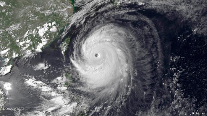 Chùm ảnh siêu bão Neoguri tấn công Nhật Bản - Ảnh 1