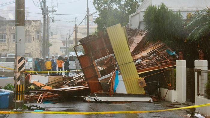 Chùm ảnh siêu bão Neoguri tấn công Nhật Bản - Ảnh 2