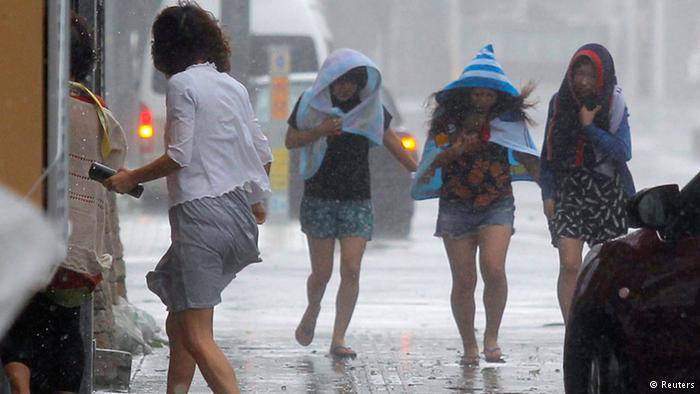 Chùm ảnh siêu bão Neoguri tấn công Nhật Bản - Ảnh 5