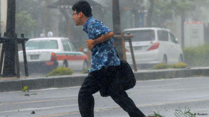 Chùm ảnh siêu bão Neoguri tấn công Nhật Bản - Ảnh 4