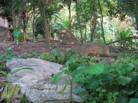Nghĩa địa bí ẩn chôn những người bị hổ vồ bên sông Mã - Ảnh 2