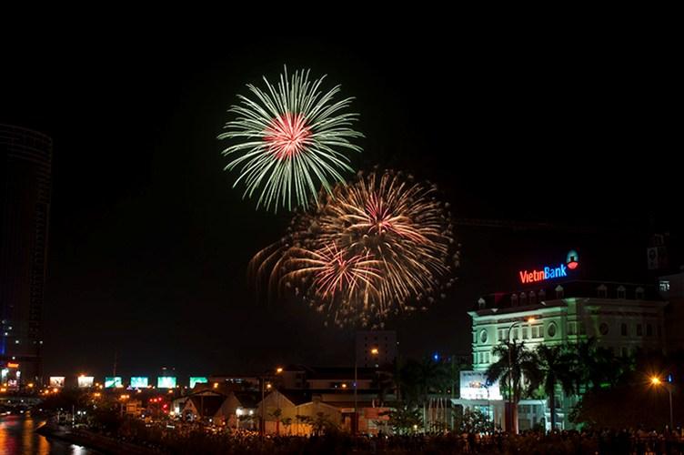 Màn pháo hoa rực rỡ tại TP.HCM mừng ngày Quốc khánh 2/9 - Ảnh 1