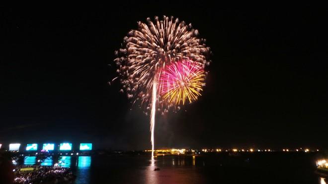 Màn pháo hoa rực rỡ tại TP.HCM mừng ngày Quốc khánh 2/9 - Ảnh 4