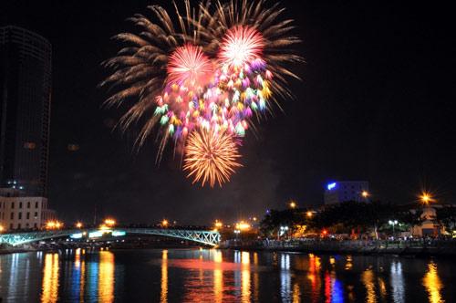 Màn pháo hoa rực rỡ tại TP.HCM mừng ngày Quốc khánh 2/9 - Ảnh 5
