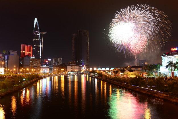 Màn pháo hoa rực rỡ tại TP.HCM mừng ngày Quốc khánh 2/9 - Ảnh 8