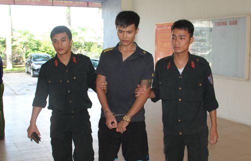 Thanh niên điển trai mang ma túy hối lộ cảnh sát bất thành - Ảnh 1