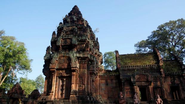 3 du khách chụp ảnh nude ở Angkor Wat bị Campuchia bắt giữ - Ảnh 2