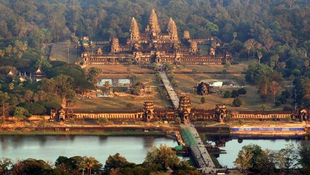 3 du khách chụp ảnh nude ở Angkor Wat bị Campuchia bắt giữ - Ảnh 1