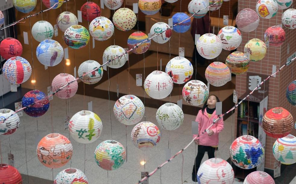 Không khí đón năm mới 2015 rộn ràng khắp châu Á - Ảnh 5
