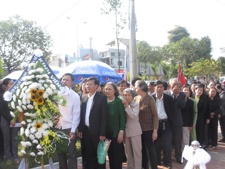 Dòng người lặng lẽ vào viếng ông Nguyễn Bá Thanh - Ảnh 9