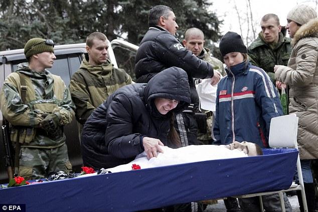 """""""Chảo lửa"""" Debaltseve hoang tàn sau cuộc giao tranh khốc liệt - Ảnh 7"""