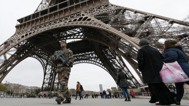 Charlie Hebdo: Paris cấm đóng cảnh phim hành động - Ảnh 1