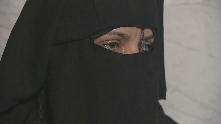 """Cuộc sống """"địa ngục"""" của cô gái bị ép cưới chiến binh IS để cứu cha - Ảnh 1"""