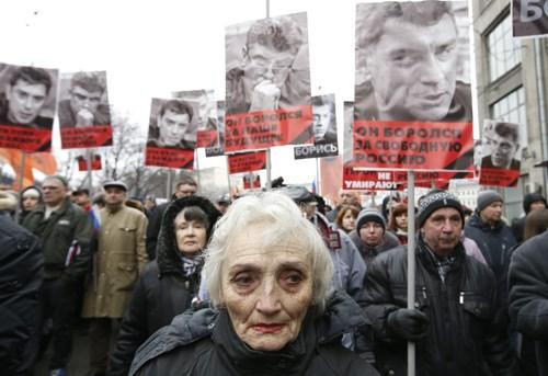 Hàng chục nghìn người tuần hành tưởng nhớ lãnh đạo đối lập Nga - Ảnh 1