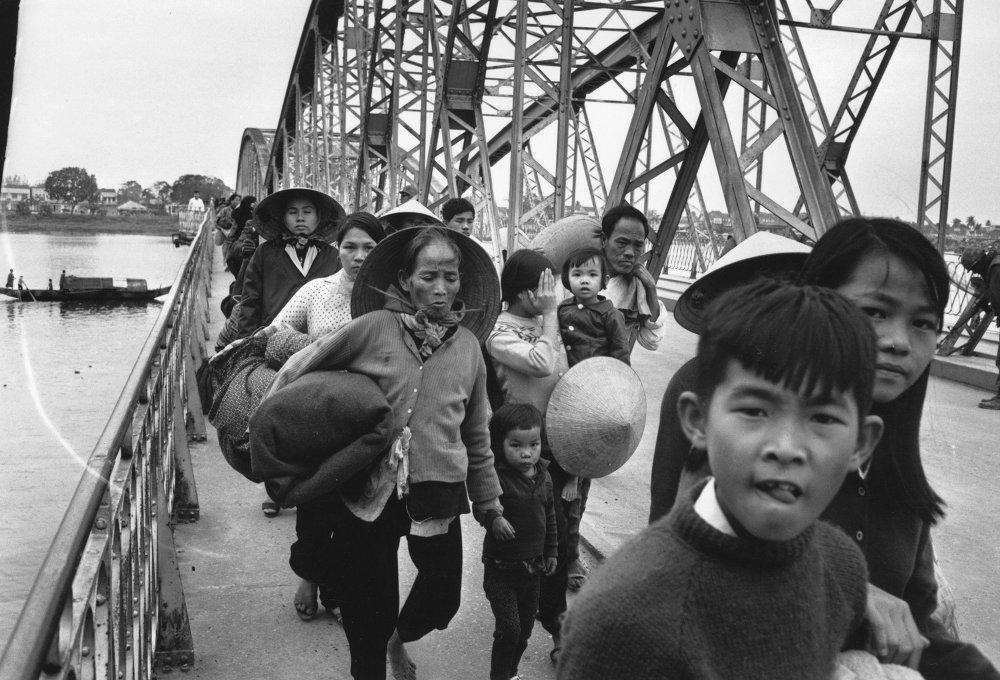 Nhìn lại cuộc Chiến tranh Việt Nam 50 năm trước qua ảnh - Ảnh 11