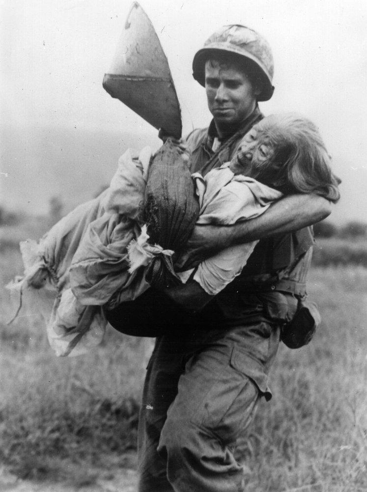 Nhìn lại cuộc Chiến tranh Việt Nam 50 năm trước qua ảnh - Ảnh 8