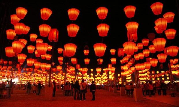 Không khí rộn ràng ngày Tết Nguyên tiêu ở Trung Quốc - Ảnh 8
