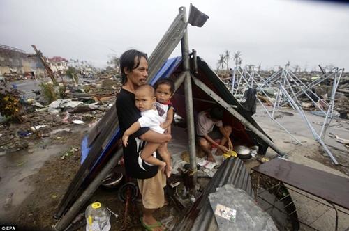 Philippines: Nạn nhân siêu bão Haiyan trong cơn tuyệt vọng - Ảnh 1