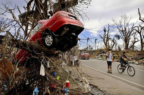 Cận cảnh Philippines: Một tuần sau siêu bão Haiyan - Ảnh 2