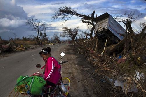 Cận cảnh Philippines: Một tuần sau siêu bão Haiyan - Ảnh 9