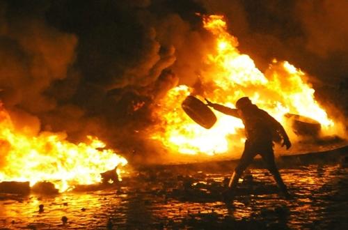 Đụng độ rung chuyển thủ đô Ukraine - Ảnh 1