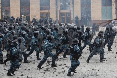 Đụng độ rung chuyển thủ đô Ukraine - Ảnh 7