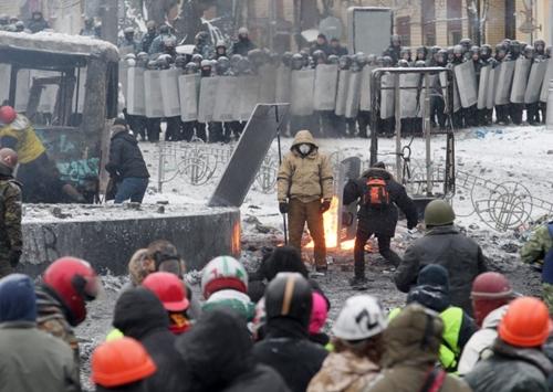 Đụng độ rung chuyển thủ đô Ukraine - Ảnh 8