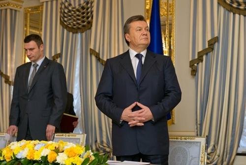 Tổng thống Ukraine Yanukovich đã chạy trốn sang Nga? - Ảnh 2
