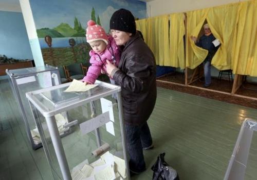 Kết quả chính thức: Gần 97% cử tri Crimea muốn gia nhập Nga - Ảnh 4