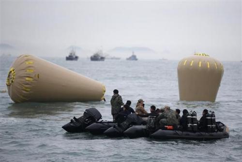 Chìm phà Hàn Quốc: Công việc cứu hộ kéo dài 2 tháng? - Ảnh 1