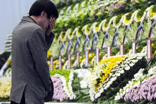 Đắm phà Hàn Quốc: 48 người chết chìm trong 1 phòng - Ảnh 1