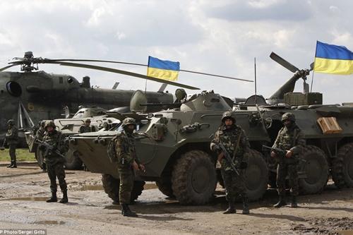 Kiev mở chiến dịch tái chiếm miền đông Ukraina - Ảnh 1