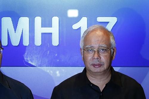 MH17: Các thi thể nạn nhân đang được giao cho Hà Lan - Ảnh 1