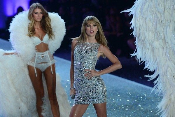 Những thiên thần Victoria's Secret hát nhép bản hit của Taylor Swift - Ảnh 1