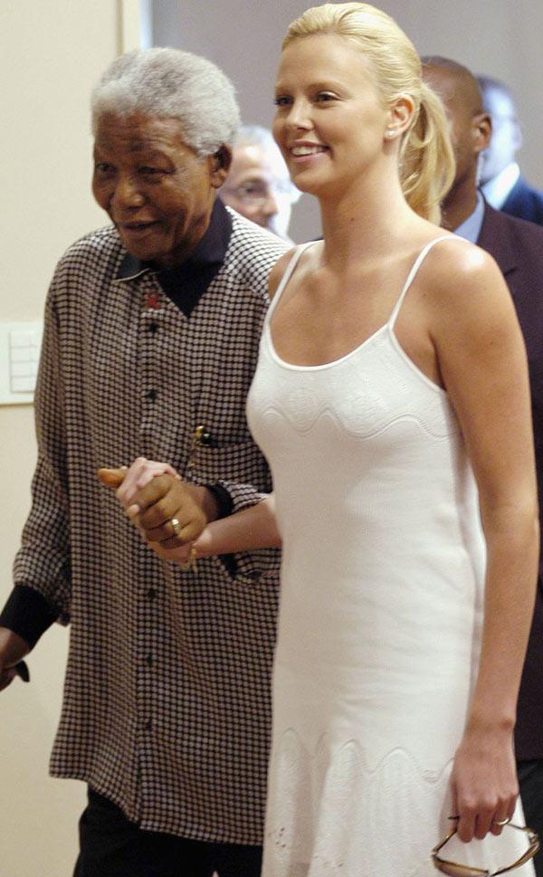 Hình ảnh tổng thống Nelson Mandela thân thiết bên sao Hollywood - Ảnh 3