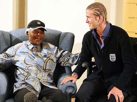 Hình ảnh tổng thống Nelson Mandela thân thiết bên sao Hollywood - Ảnh 2