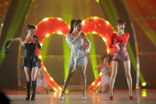 """Văn Mai Hương, Trà My, Phương Vy: Bộ 3 sexy girl làm """"tan chảy"""" khán giả - Ảnh 1"""