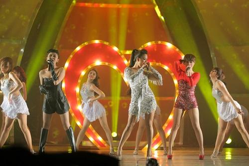 """Văn Mai Hương, Trà My, Phương Vy: Bộ 3 sexy girl làm """"tan chảy"""" khán giả - Ảnh 4"""